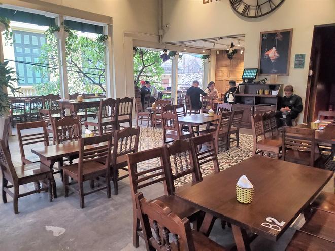Hàng nhậu nổi tiếng nhất nhì Hà Nội đóng cửa im lìm, bàn ghế phủi bụi vì dịch Corona-10