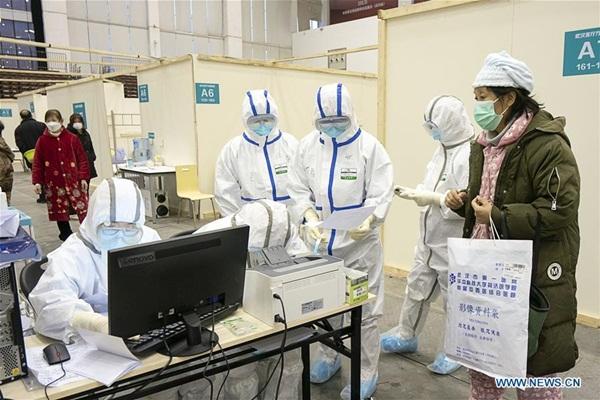 Cuộc sống của các bệnh nhân trong bệnh viện dã chiến tại Vũ Hán-1