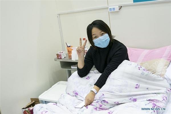 Cuộc sống của các bệnh nhân trong bệnh viện dã chiến tại Vũ Hán-11