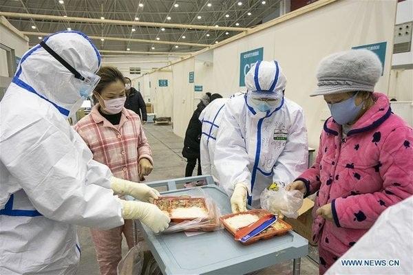 Cuộc sống của các bệnh nhân trong bệnh viện dã chiến tại Vũ Hán-8
