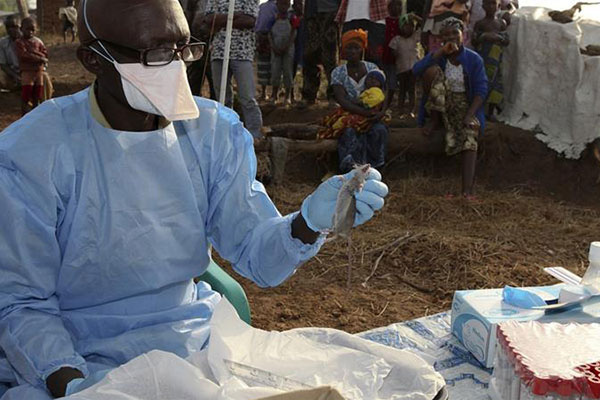 Giữa lúc dịch virus corona lan rộng, Nigeria bỗng cảnh báo 1 căn bệnh BÍ ẨN, khiến 15 người nước này tử vong chỉ sau 48 giờ mắc bệnh-1