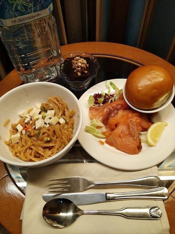 Những bữa ăn trên du thuyền Nhật Bản bị cách ly: Không khác gì nhà hàng hạng sang-10