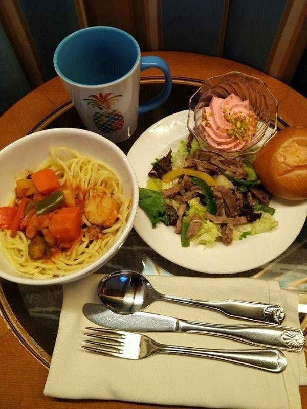 Những bữa ăn trên du thuyền Nhật Bản bị cách ly: Không khác gì nhà hàng hạng sang-13
