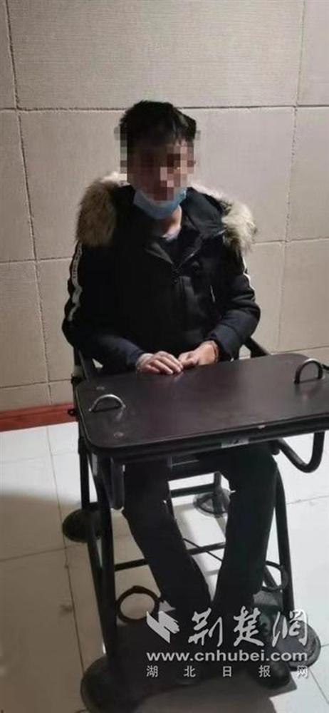 Bị gã trai lạ vào giường sàm sỡ, cô gái thoát nạn vì nói từ Vũ Hán về-1