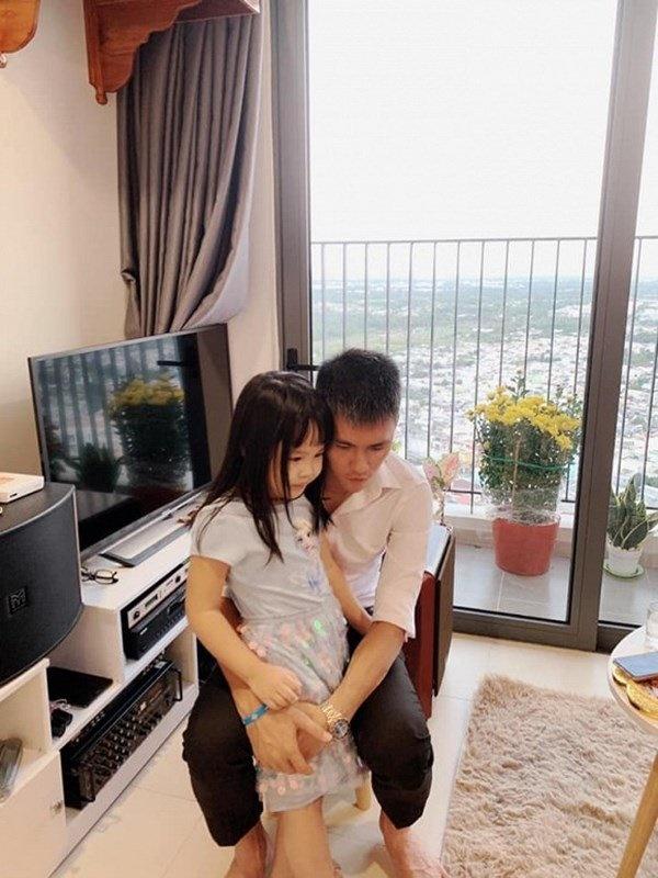 Để con gái ở nhà sang Singapore, em gái Công Vinh tậu nhà tiền tỷ sau 3 năm-5