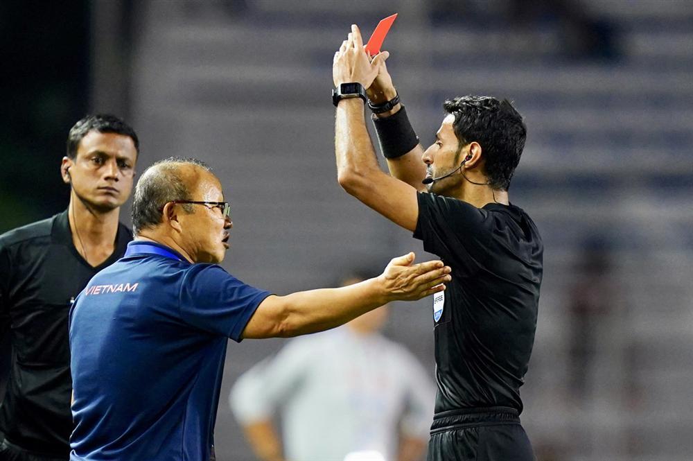 Thầy Park bị phạt, AFC đùa quá lố rồi!-1