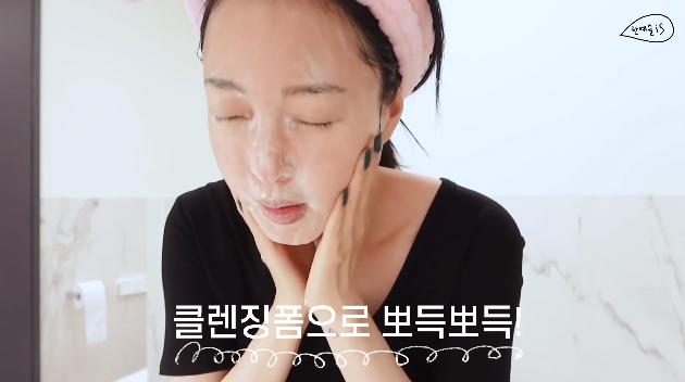 39 tuổi vẫn trẻ như gái đôi mươi, Han Ye Seul tiết lộ cách chăm da gây sốc: Thường không tẩy trang buổi tối, dồn hết nỗ lực skincare vào buổi sáng-2