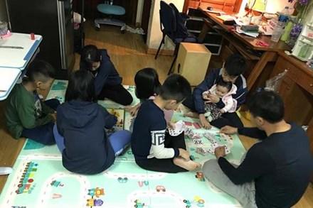 Trẻ nghỉ học tránh dịch: Mẹ gồng mình quản 8 con lẫn cháu, mẹ cho con về quê