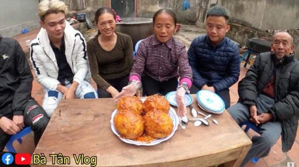 Bà Tân Vlog làm món trứng khổng lồ chiên nước mắm, dân mạng tinh ý phát hiện sự kết hợp nguyên liệu dễ gây ngộ độc-3