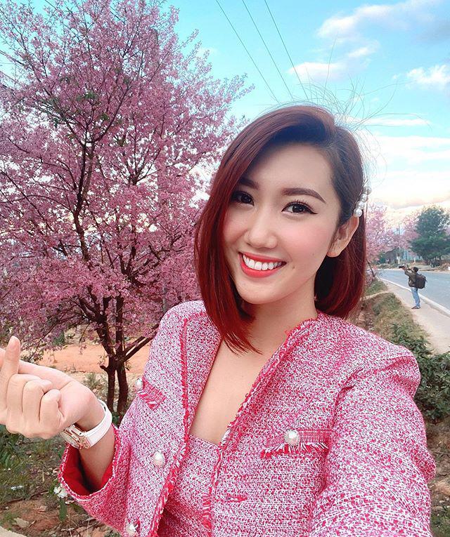 Thuý Ngân lại chơi trội với màu tóc hồng, vượt hẳn Minh Hằng, Hari Won vì quá xinh-2