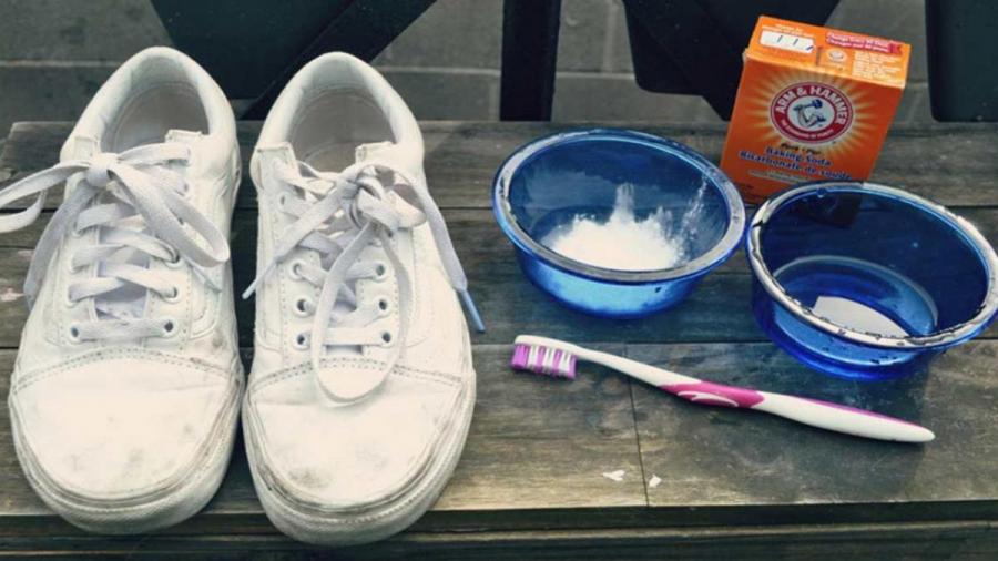 Bôi kem đánh răng lên giày thể thao: Tưởng ngớ ngẩn ai ngờ hiệu quả kỳ diệu-1