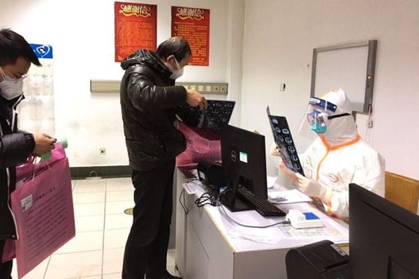 Lỗ hổng xét nghiệm virus corona khiến người dân Vũ Hán nghi ngờ-2