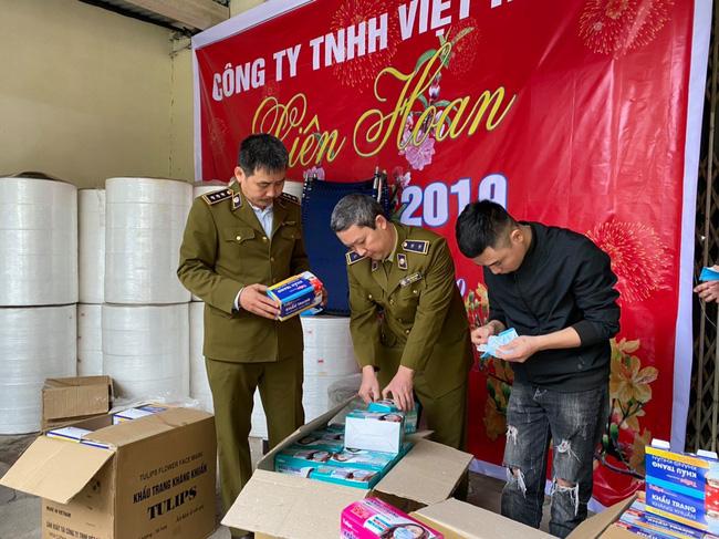 Kinh hoàng: Công nghệ sản xuất khẩu trang bằng giấy vệ sinh và sự thật phẫn nộ khi hàng ngàn chiếc đã được tuồn ra thị trường từ trong tết-1