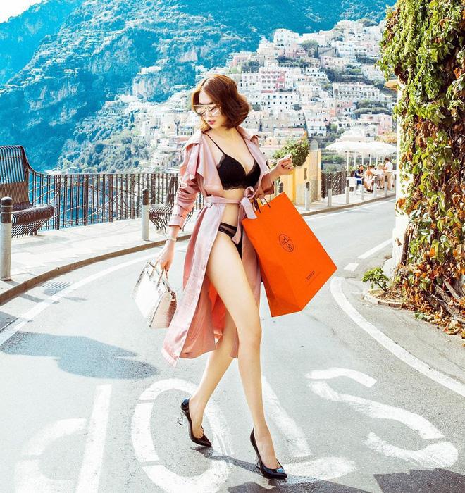 Clip hậu trường cho thấy độ lăn xả của Ngọc Trinh để có hình táo bạo: Diện bikini chổng ngược, mang giày cao đến suýt té-4