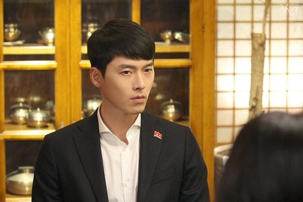 Crash Landing On You: Hyun Bin siêu đẹp trai trong bộ ảnh hậu trường, thần thái thế này bảo sao ai cũng tự nhận là chồng-2