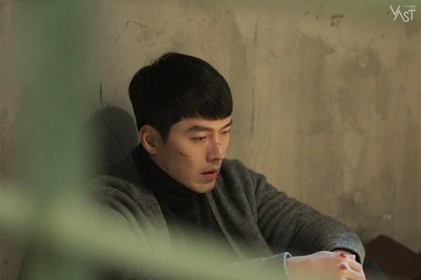 Crash Landing On You: Hyun Bin siêu đẹp trai trong bộ ảnh hậu trường, thần thái thế này bảo sao ai cũng tự nhận là chồng-11