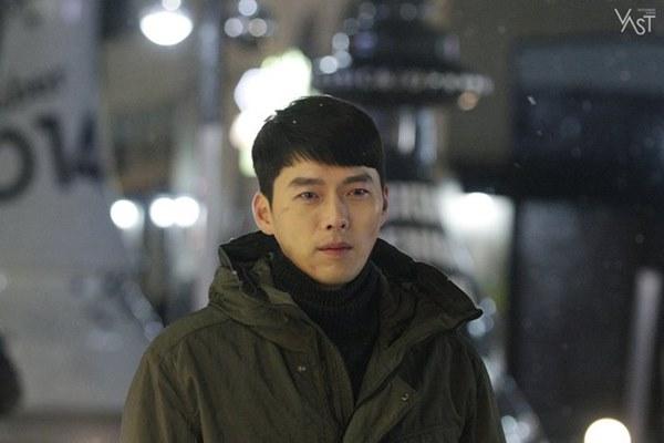 Crash Landing On You: Hyun Bin siêu đẹp trai trong bộ ảnh hậu trường, thần thái thế này bảo sao ai cũng tự nhận là chồng-14