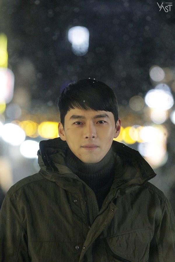 Crash Landing On You: Hyun Bin siêu đẹp trai trong bộ ảnh hậu trường, thần thái thế này bảo sao ai cũng tự nhận là chồng-15