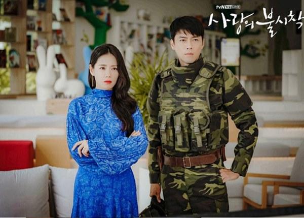 Crash Landing On You: Hyun Bin siêu đẹp trai trong bộ ảnh hậu trường, thần thái thế này bảo sao ai cũng tự nhận là chồng-16