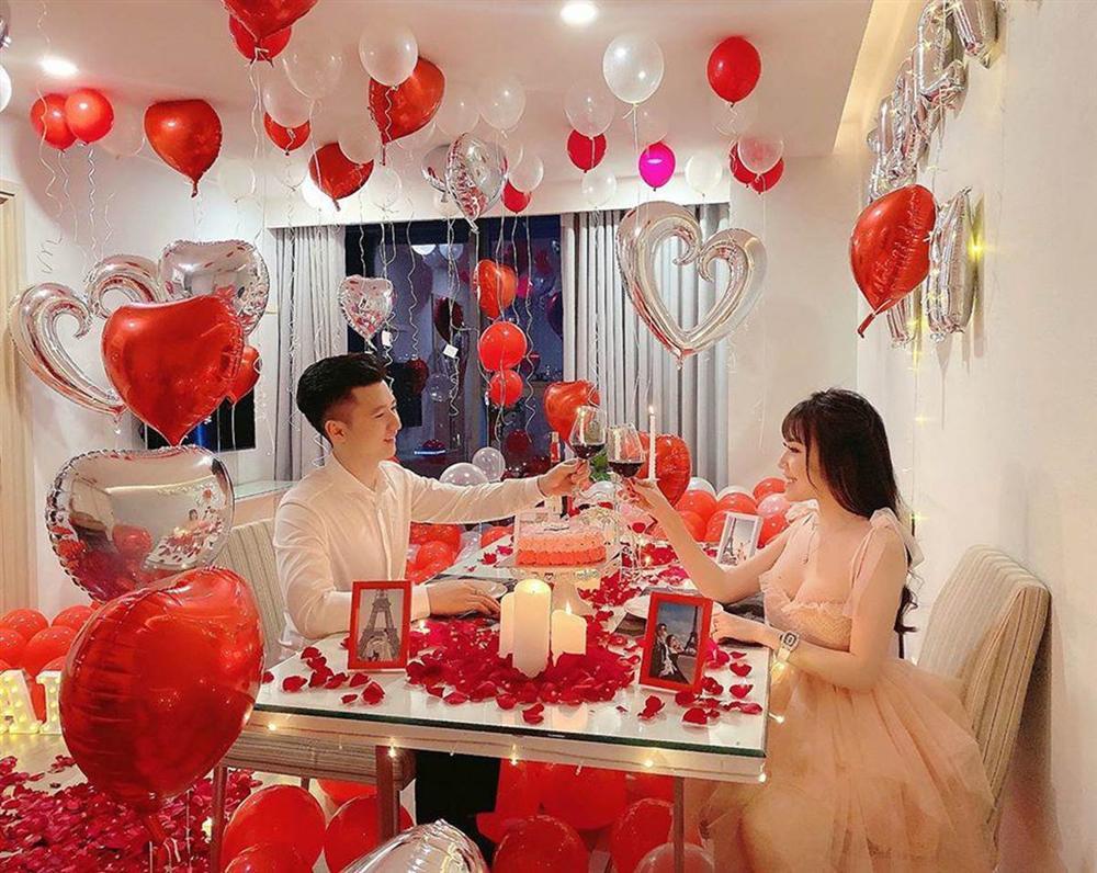 Nữ giảng viên hotgirl được chồng tổ chức Valentine lãng mạn, dân tình soi điểm lạ trên giường-5