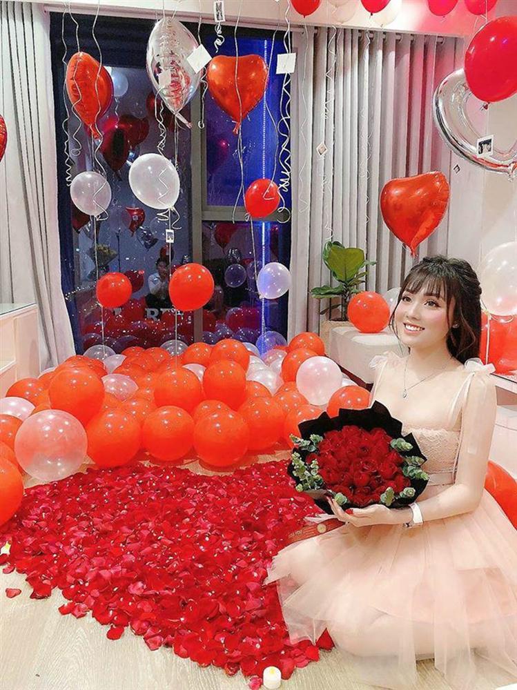 Nữ giảng viên hotgirl được chồng tổ chức Valentine lãng mạn, dân tình soi điểm lạ trên giường-6