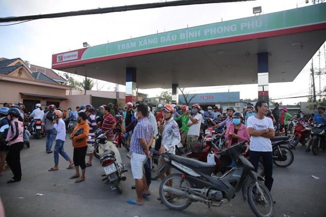 NÓNG: Đang rà mìn quanh nhà được cho là Tuấn khỉ ẩn náu, ngàn người vẫn xem-1