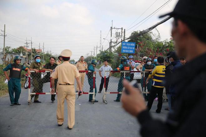 NÓNG: Đang rà mìn quanh nhà được cho là Tuấn khỉ ẩn náu, ngàn người vẫn xem-10