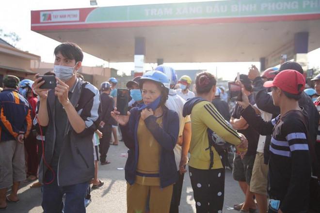 NÓNG: Đang rà mìn quanh nhà được cho là Tuấn khỉ ẩn náu, ngàn người vẫn xem-11