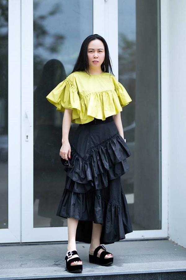 Hàng trăm lần mix hàng hiệu lạc quẻ, hình như Phượng Chanel có thù truyền kiếp với chân váy?-4