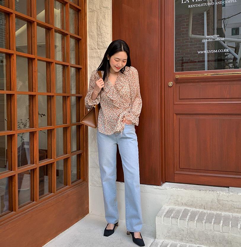 Mê quần jeans ống suông thì bạn nhất định phải sắm 3 mẫu áo sau để mặc là đẹp và chất ngất-2