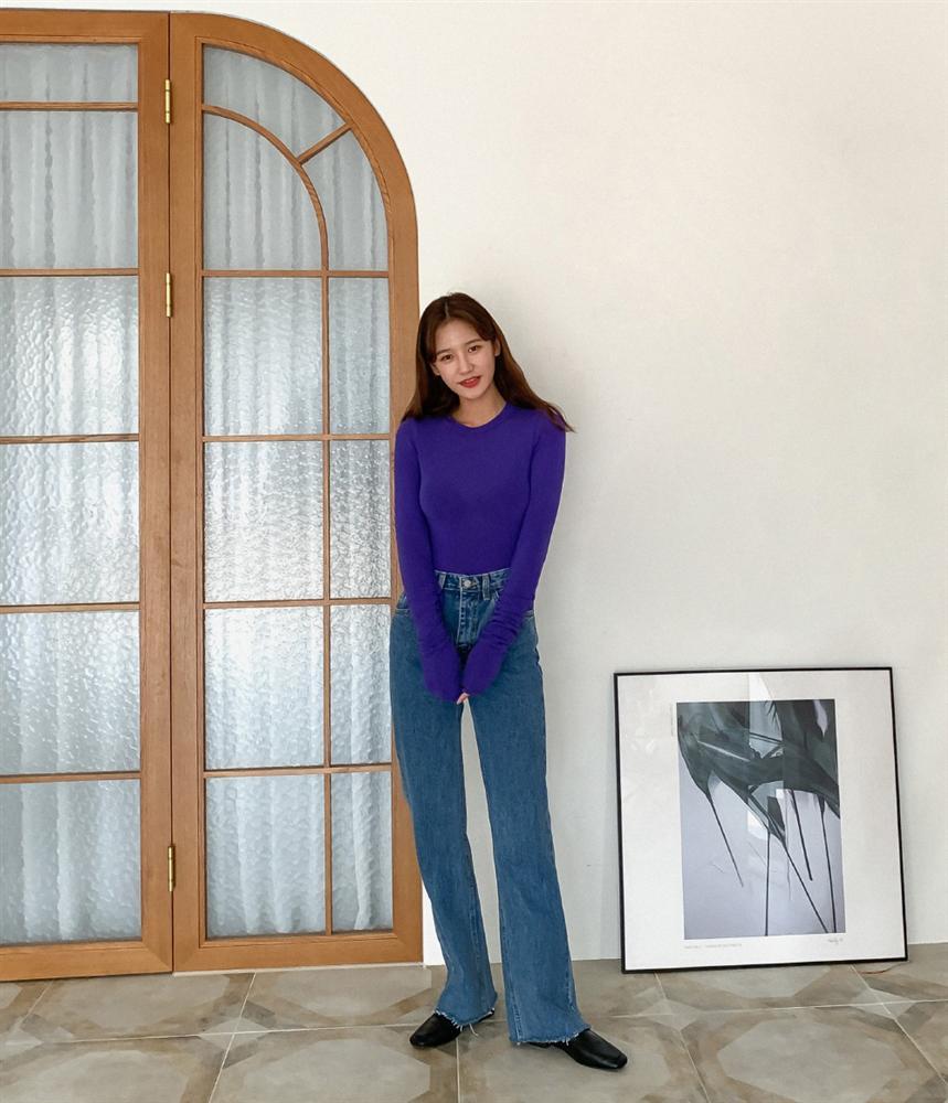 Mê quần jeans ống suông thì bạn nhất định phải sắm 3 mẫu áo sau để mặc là đẹp và chất ngất-4