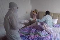 Nhật ký của người chồng một mình chăm vợ bị nhiễm corona