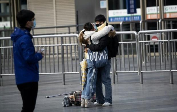 Valentine giữa dịch virus corona: Hàng triệu cặp đôi bật chế độ yêu xa, chùm hoa khẩu trang trở thành món quà trendy hàng đầu-5