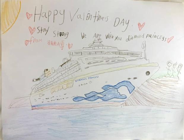 Valentine giữa dịch virus corona: Hàng triệu cặp đôi bật chế độ yêu xa, chùm hoa khẩu trang trở thành món quà trendy hàng đầu-8