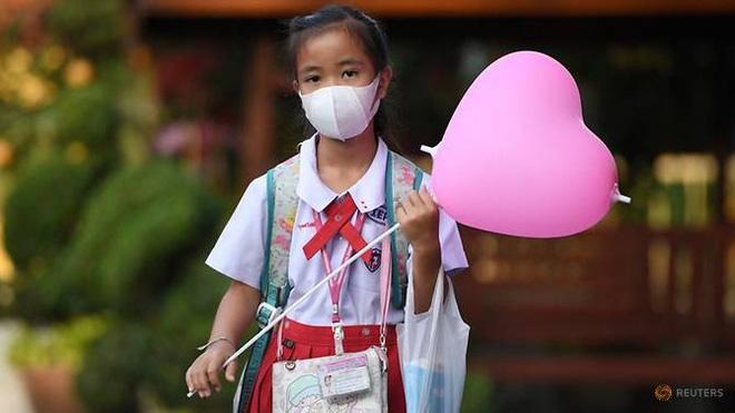 Valentine giữa dịch virus corona: Hàng triệu cặp đôi bật chế độ yêu xa, chùm hoa khẩu trang trở thành món quà trendy hàng đầu-12