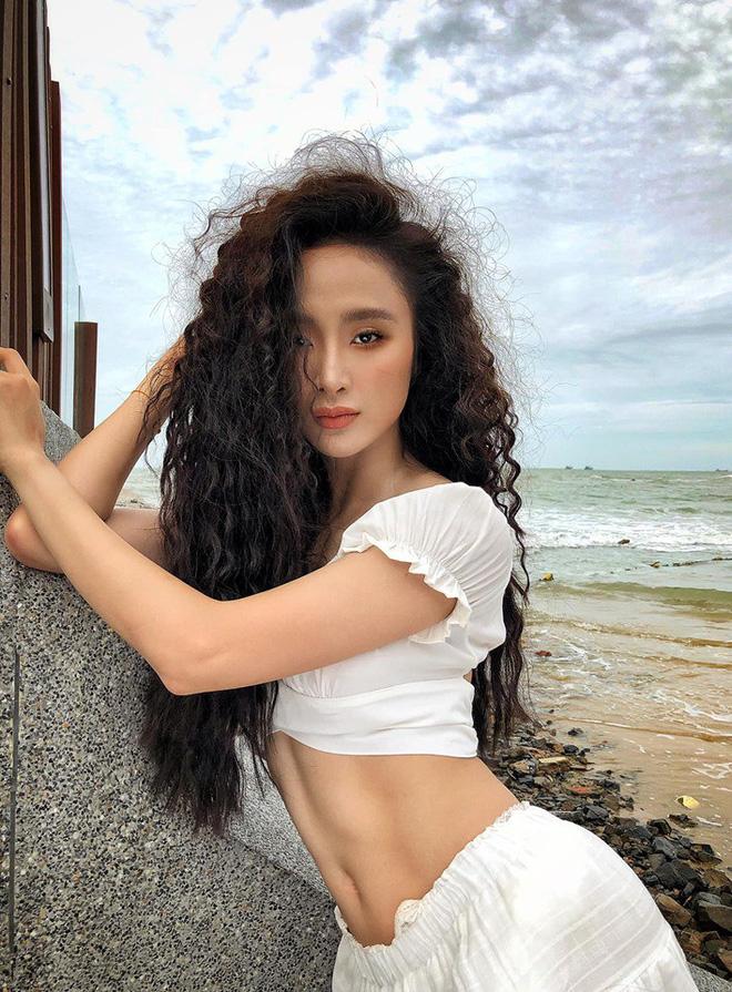 Lâu mới khoe body một lần, Angela Phương Trinh gây chú ý với múi bụng đến cánh mày râu cũng phải dè chừng-3
