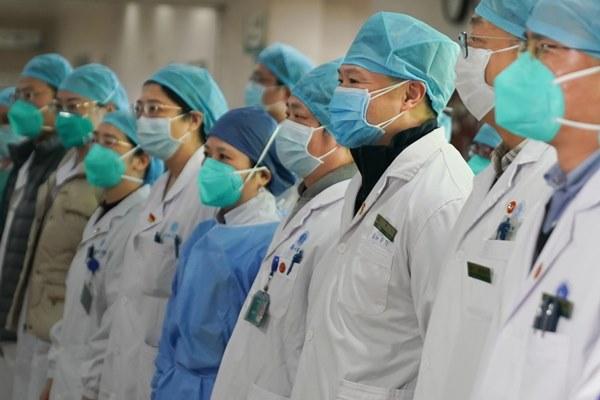 Nhân viên y tế TQ trả giá đắt trong cuộc chiến với virus corona-1