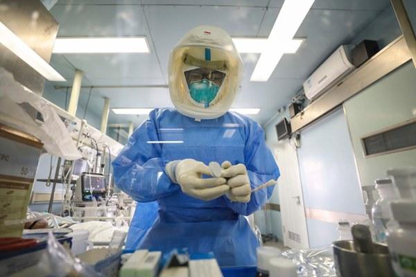 Nhân viên y tế TQ trả giá đắt trong cuộc chiến với virus corona-3
