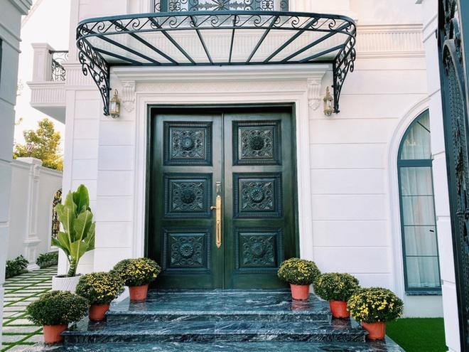 Hoa mắt vì biệt thự mới tậu của dàn sao Việt: Toàn bạc tỷ siêu sang, nhà Ngọc Trinh xa hoa như khách sạn 5 sao-8