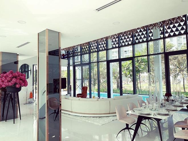 Hoa mắt vì biệt thự mới tậu của dàn sao Việt: Toàn bạc tỷ siêu sang, nhà Ngọc Trinh xa hoa như khách sạn 5 sao-20