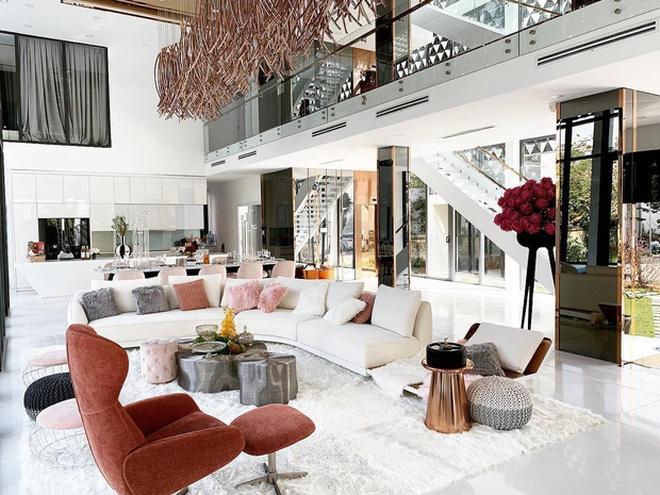 Hoa mắt vì biệt thự mới tậu của dàn sao Việt: Toàn bạc tỷ siêu sang, nhà Ngọc Trinh xa hoa như khách sạn 5 sao-21
