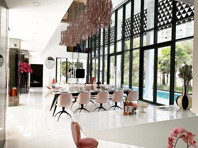 Hoa mắt vì biệt thự mới tậu của dàn sao Việt: Toàn bạc tỷ siêu sang, nhà Ngọc Trinh xa hoa như khách sạn 5 sao-22