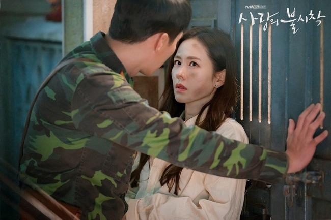 Crash Landing On You: Duyên tiền định thế này mà Son Ye Jin và Hyun Bin không cưới nhau là quá phí-6
