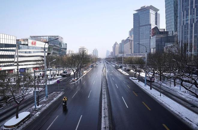 Cảnh tượng hiếm thấy: Hàng triệu người trở lại làm việc nhưng các siêu đô thị Trung Quốc vẫn chìm trong hôn mê vì virus corona-1