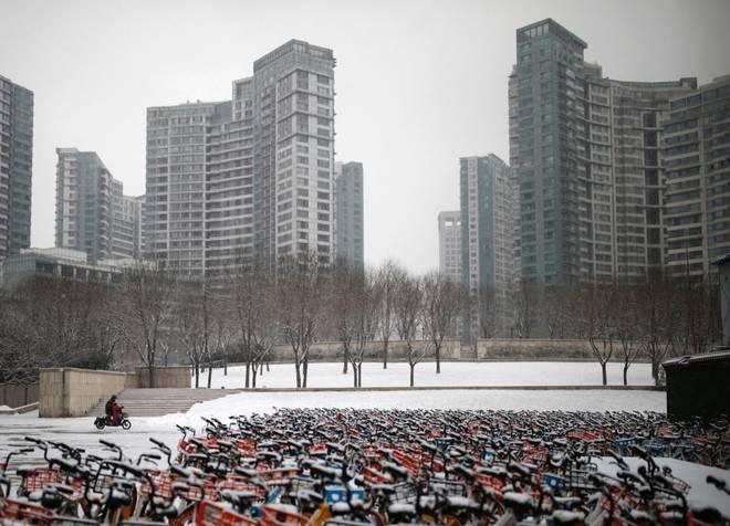Cảnh tượng hiếm thấy: Hàng triệu người trở lại làm việc nhưng các siêu đô thị Trung Quốc vẫn chìm trong hôn mê vì virus corona-2