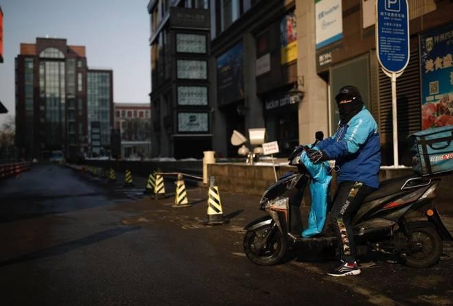 Cảnh tượng hiếm thấy: Hàng triệu người trở lại làm việc nhưng các siêu đô thị Trung Quốc vẫn chìm trong hôn mê vì virus corona-3