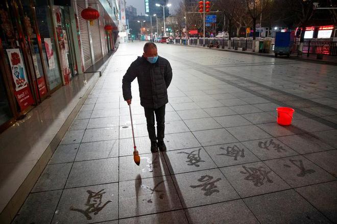 Cảnh tượng hiếm thấy: Hàng triệu người trở lại làm việc nhưng các siêu đô thị Trung Quốc vẫn chìm trong hôn mê vì virus corona-10