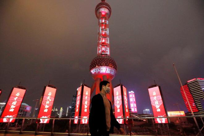 Cảnh tượng hiếm thấy: Hàng triệu người trở lại làm việc nhưng các siêu đô thị Trung Quốc vẫn chìm trong hôn mê vì virus corona-11