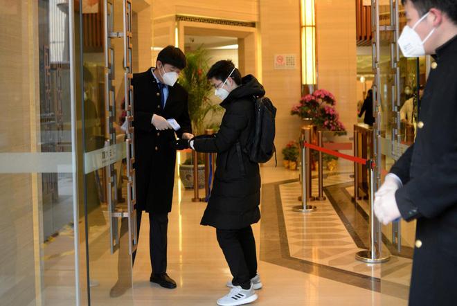 Cảnh tượng hiếm thấy: Hàng triệu người trở lại làm việc nhưng các siêu đô thị Trung Quốc vẫn chìm trong hôn mê vì virus corona-15