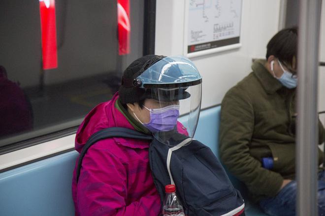 Cảnh tượng hiếm thấy: Hàng triệu người trở lại làm việc nhưng các siêu đô thị Trung Quốc vẫn chìm trong hôn mê vì virus corona-20